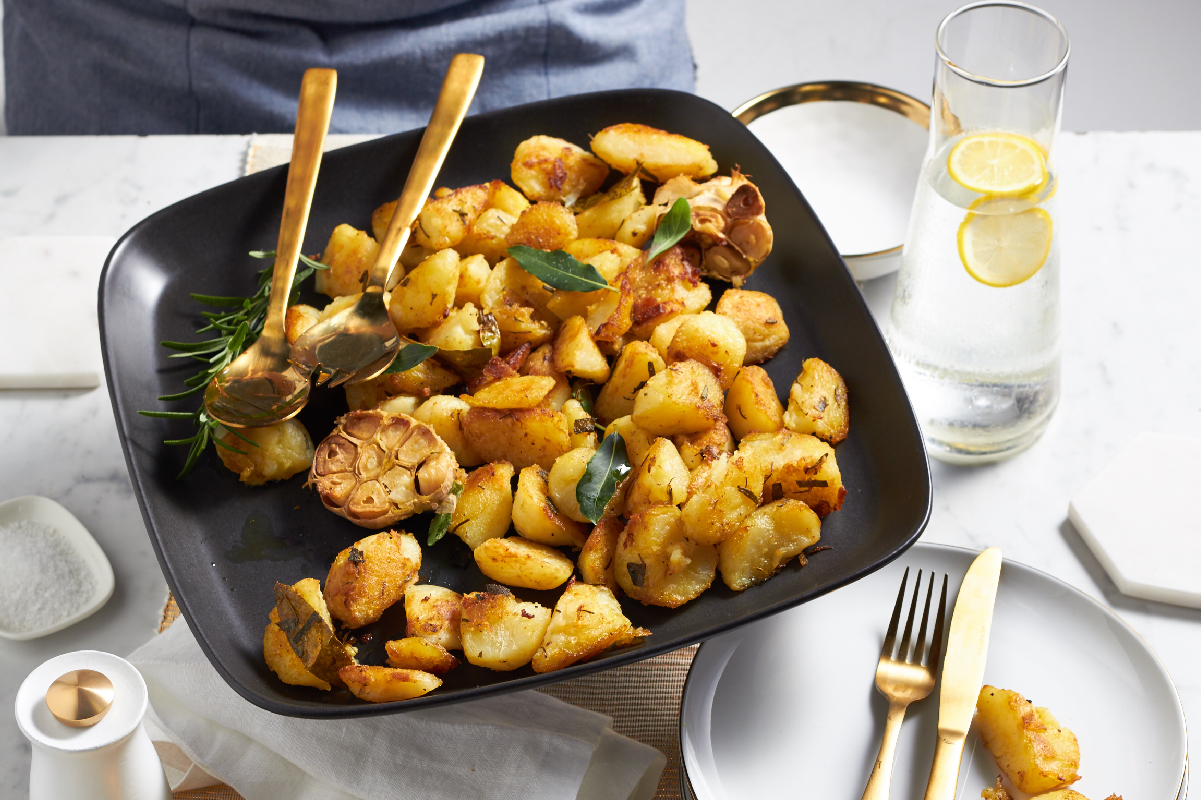 Easter recipe: CRUNCHY HERB AND GARLIC POTATOES